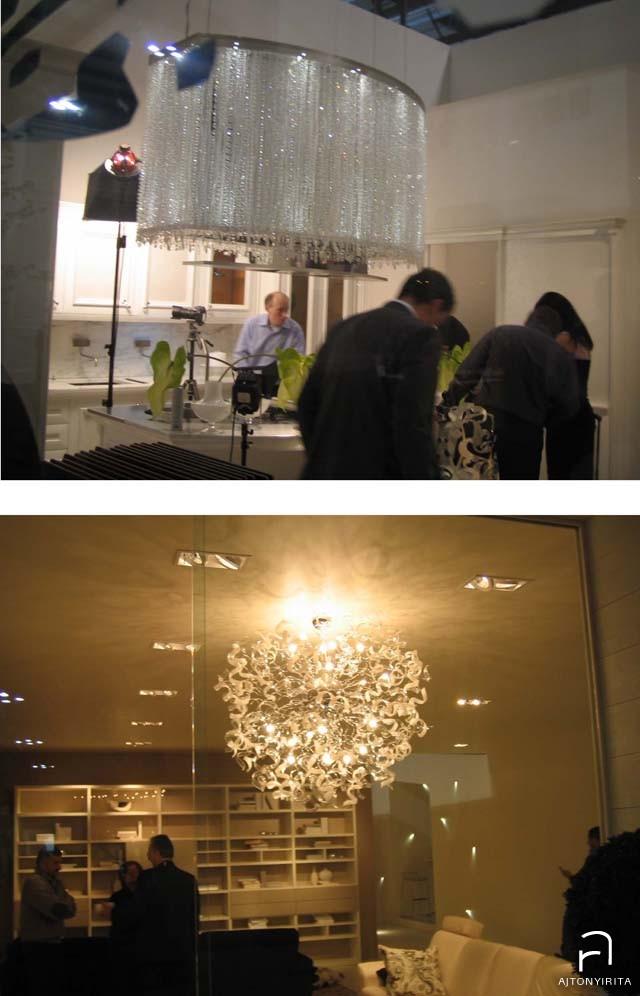 Kristályokkal ékesített egyszerű páraelszívó, alatta üveglámpa