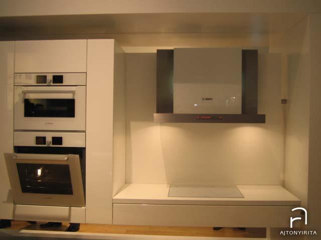 Üvegkonyha – színazonos üveg előlapos konyhai gépekkel
