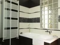Ajtonyi Rita lakberendező belsőépítész referencia fotói | Csoki és narancs - Modern fürdő