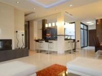 Ajtonyi Rita lakberendező belsőépítész referencia fotói | Olasz bútorokkal - Modern nappali konyha, wenge és krém