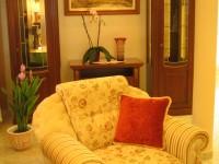 Ajtonyi Rita lakberendező belsőépítész referencia fotói | Firenzei álom - Polgári nappali fotellel