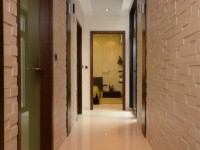 Ajtonyi Rita lakberendező belsőépítész referencia fotói | Olasz bútorokkal - Modern közlekedő kő burkolattal és fa panellel