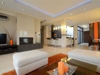 Ajtonyi Rita lakberendező belsőépítész referencia fotói | Olasz bútorokkal - Modern nappali és konyha