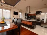 Ajtonyi Rita lakberendező belsőépítész referencia fotói | Merano és fekete - Modern barna és fekete étkező