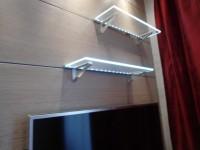 Ajtonyi Rita lakberendező belsőépítész referencia fotói | Marina parti lakás - Modern világító üvegpolc