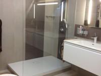 walk_in zuhanykabin és mosdós szekrény
